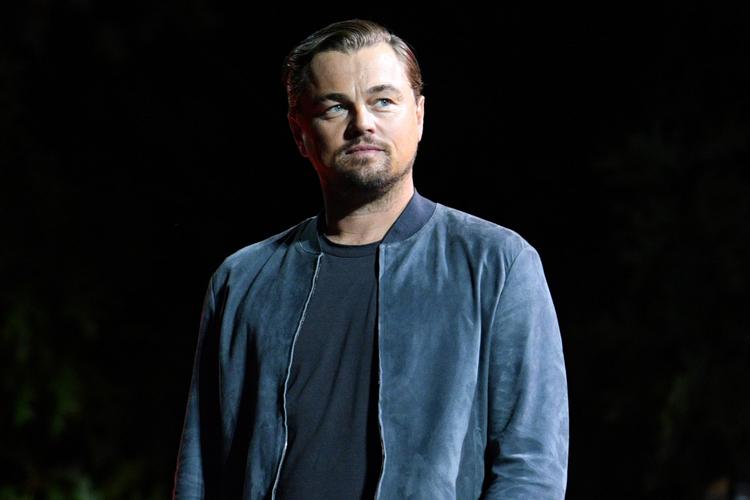 Leonardo DiCaprio w kurtce na scenie