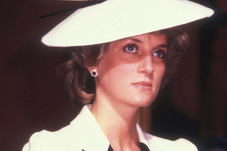Księżna Diana w białym kapeluszu