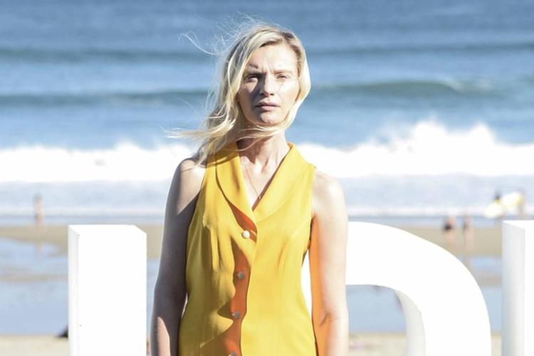 Agata Buzek w żółtej sukience podczas Festiwali Filmowego w San Sebastian