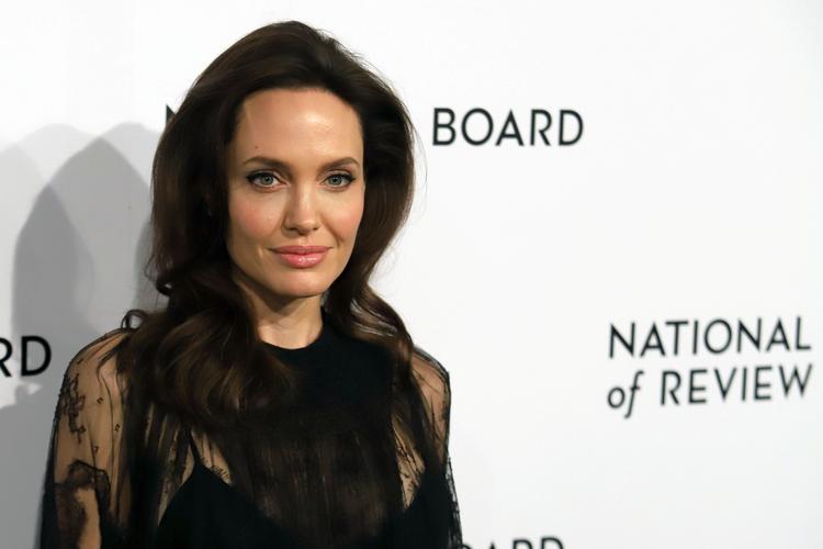 Angelina Jolie pozująca na ściance