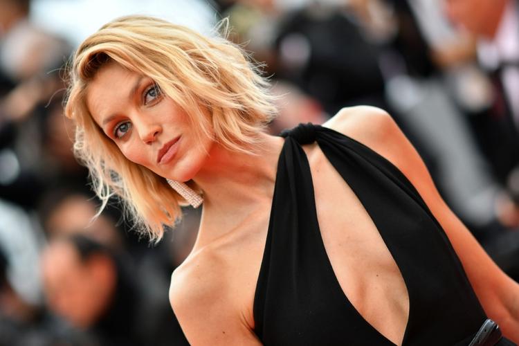 Anja Rubik w czarnej sukni na czerwonym dywanie w Cannes 2019