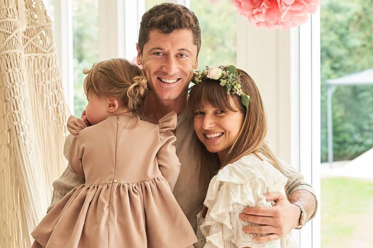 Anna Lewandowska, Robert Lewandowski i Klara Lewandowska podczas drugich urodzin Klary i Baby by Ann