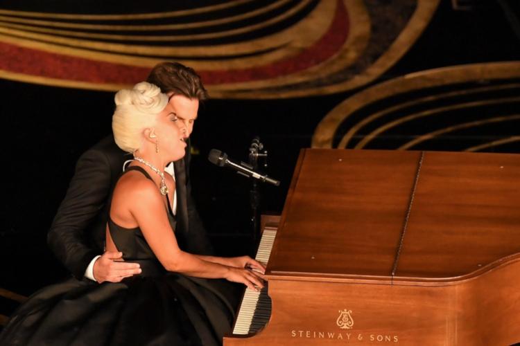 Bradley Cooper chce wyruszyć w trasę z Lady Gagą!