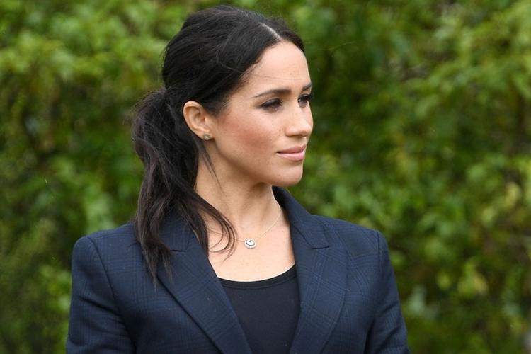 Księżna Meghan w czarnym garniturze w Nowej Zelandii