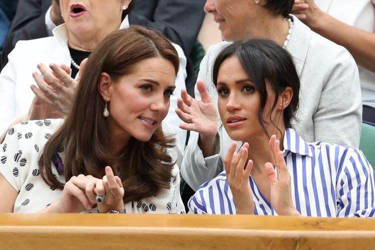 Kate i Meghan rozmawiają na Wimbledonie