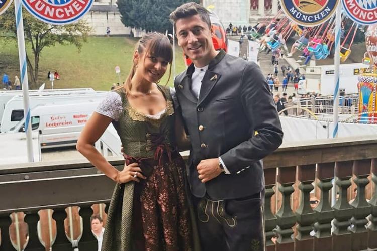 Anna Lewandowska i Robert Lewandowski w bawarskich strojach podczas Oktoberfest 2019