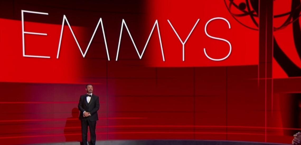Emmy 2020: Jennifer Aniston i Jimmy Kimmel na scenie podczas prowadzenia show