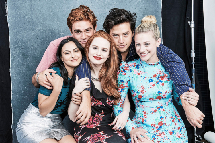 "Gwiazdy ""Riverdale"": Camila Mendes, K.J. Apa, Cole Sprouse, Madelaine Petsch i Lili Reinhart"