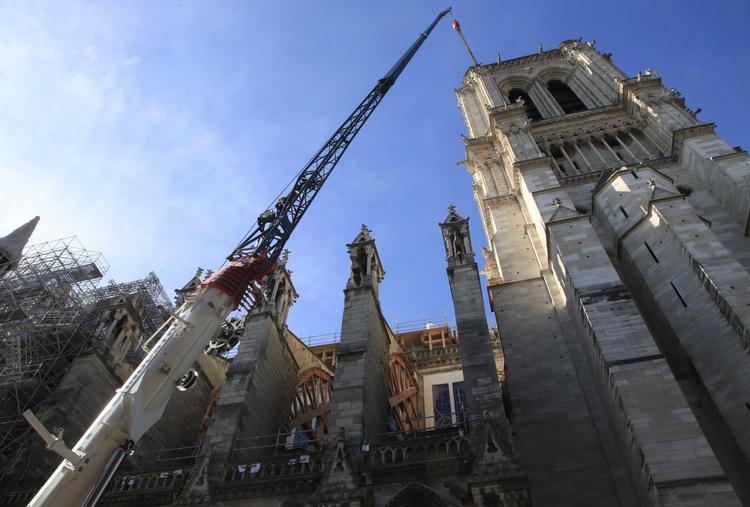 Katedra Notre Dame rok po pożarze