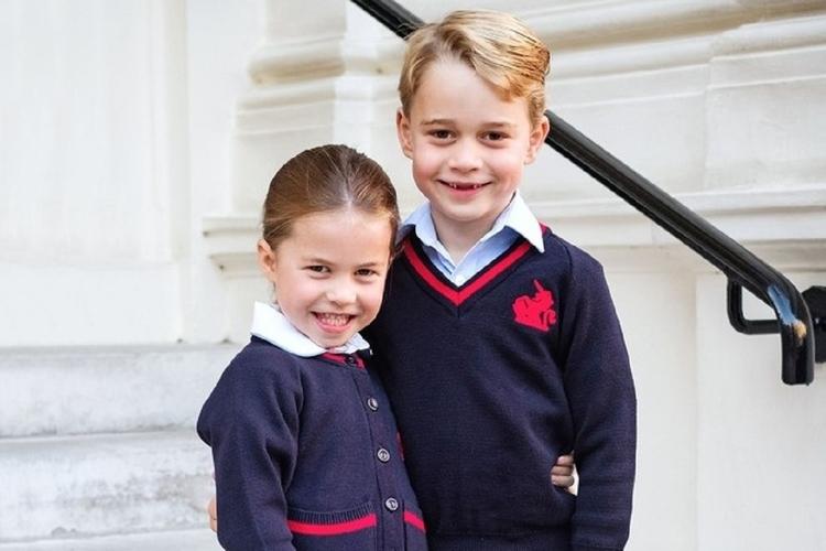 Księżniczka Charlotte idzie do szkoły.
