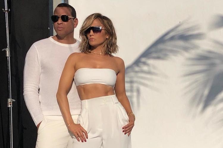 Jennifer Lopez i Alexander Rodriguez w białych strojach