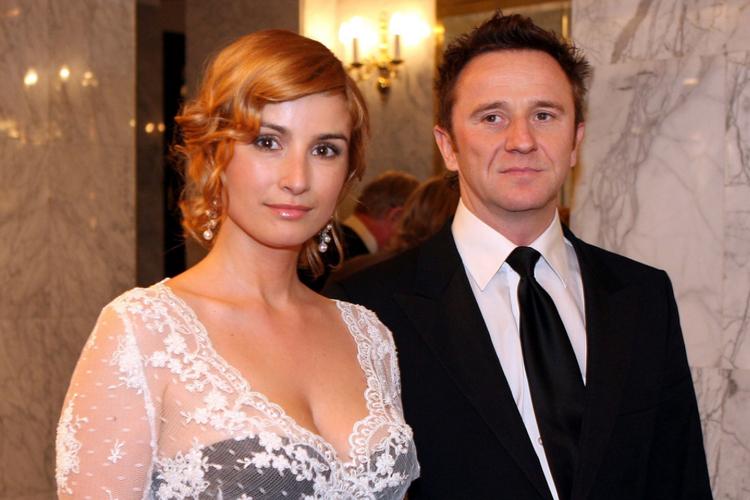 Joanna Brodzik w czarnej sukni i koronkowym bolerku i Paweł Wilczak w garniturze w 2006 roku