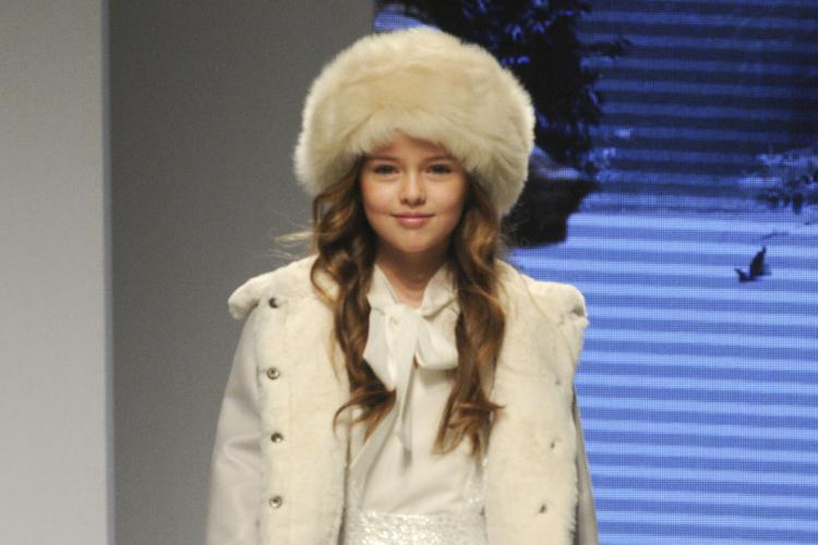 Kristina Pimenova w wieku 9 lat na wybiegu