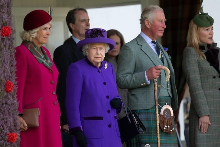 Królowa Elżbieta i książę Karol