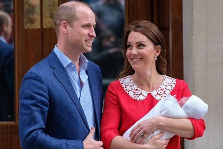 Księżna Kate, książę William i książę Louis przed szpitalem