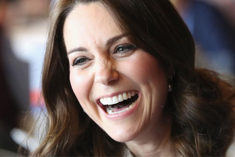Księżna Kate śmieje się