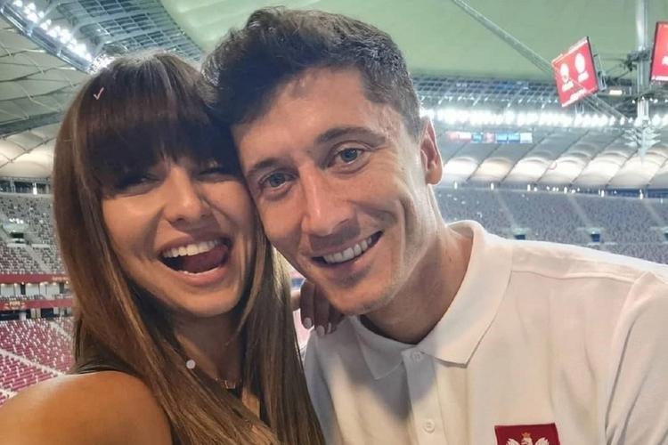 Anna Lewandowska na romantycznym zdjęciu z mężem.