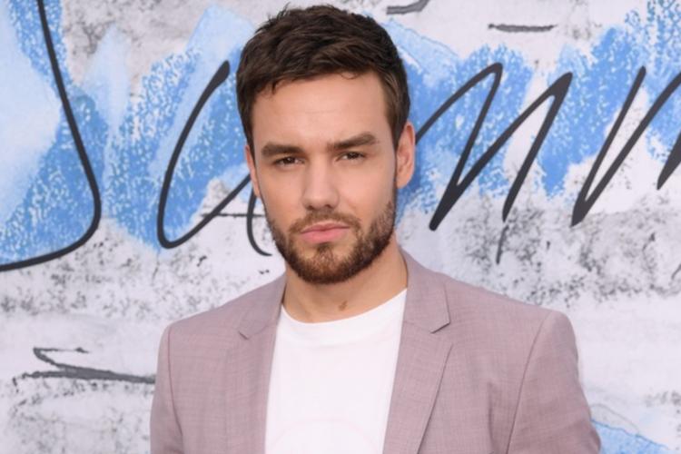 Liam Payne w różowym garniturze