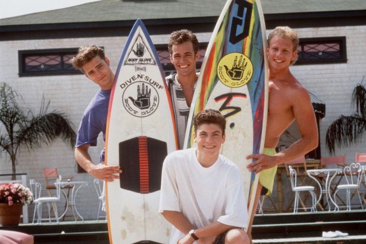 """""""Beverly Hills 90210"""" aktorzy na planie: Jason Priestley, Luke Perry, Ian Ziering, Brian Austin Green"""