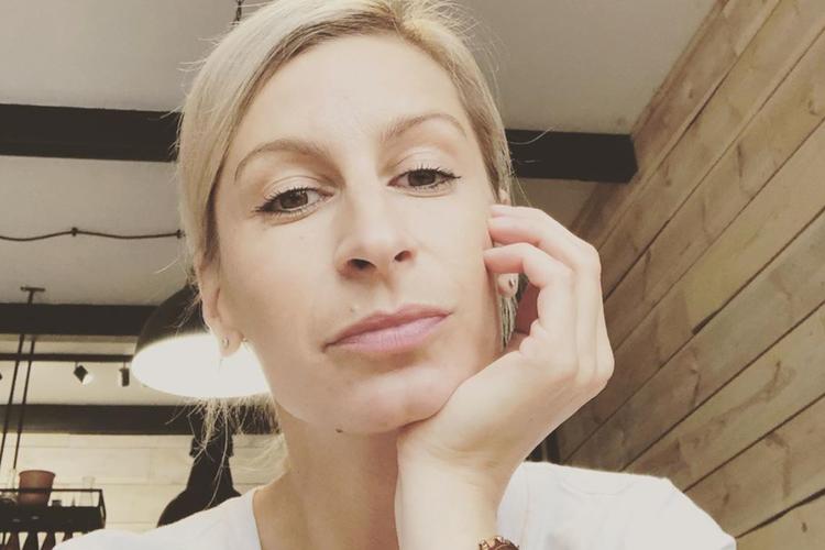 Magdalena Schejbal w białej koszulce