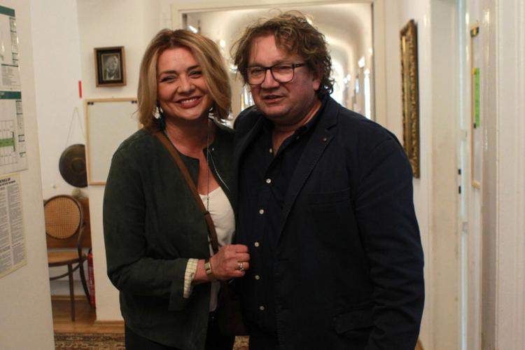 Małgorzata Ostrowska-Królikowska i Paweł Królikowski śmieją się do zdjęcia