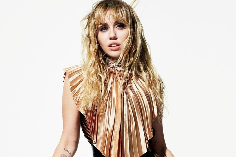 Miley Cyrus w Elle USA