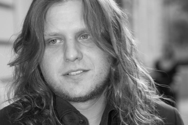 Piotr Woźniak-Starak w marynarce