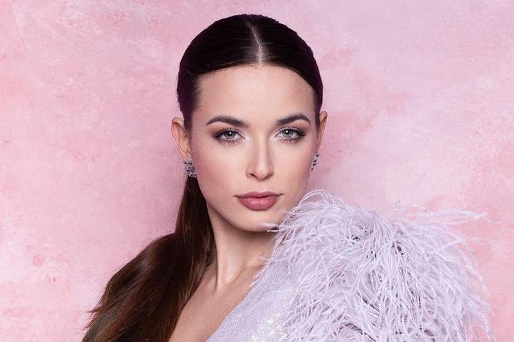 Miss Polski 2018 pokzująca na ściance