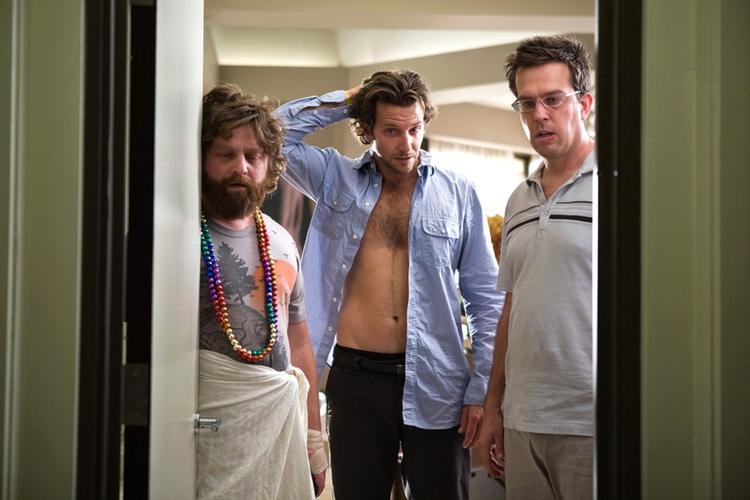 """Zach Galifianakis, Bradley Cooper i Ed Helms w kadrze z filmu """"Kac Vegas"""""""