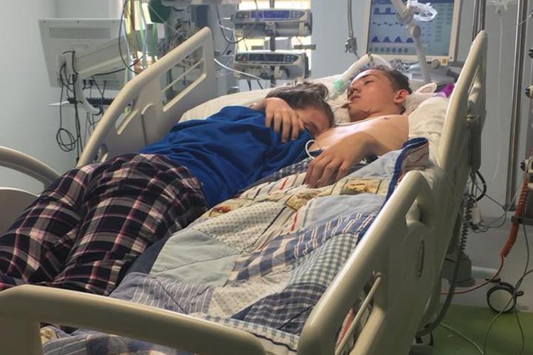 Nastolatka pożegnała chłopaka w szpitalu