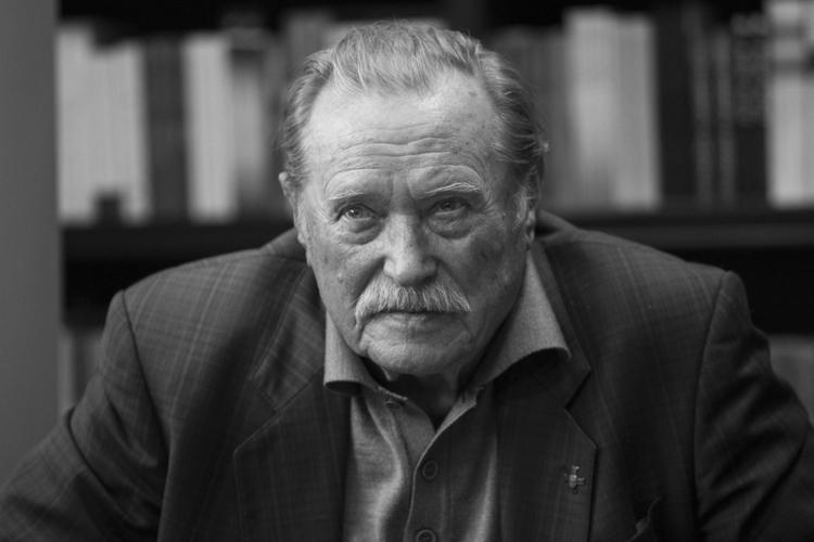 Emil Karewicz podczas wywiadu
