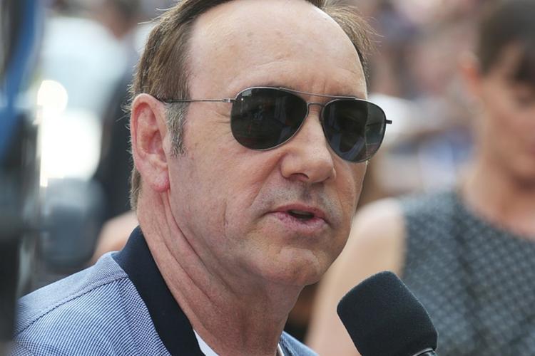 Kevin Spacey w okularach przeciwsłonecznych