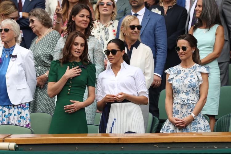 Księżna Kate w zielonej sukience, księżna Meghan w bieli i Pippa Middleton na Wimbledonie