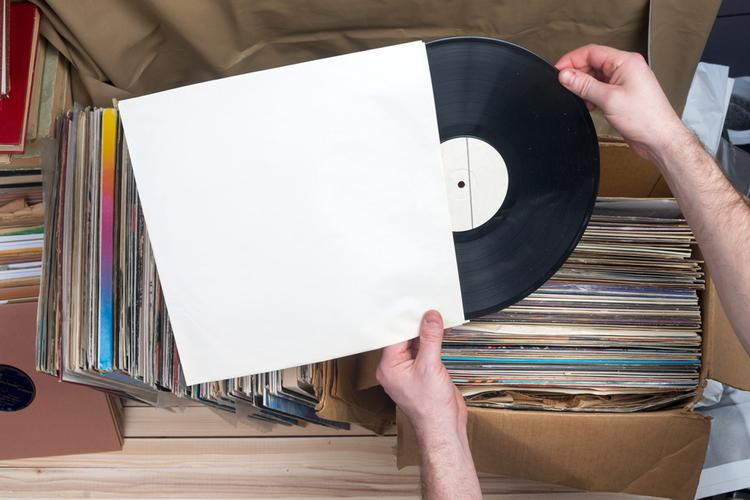 Płyty winylowe wracają do Biedronki. Imagine Dragons, Aerosmith, The Killers i inni w promocyjnych cenach