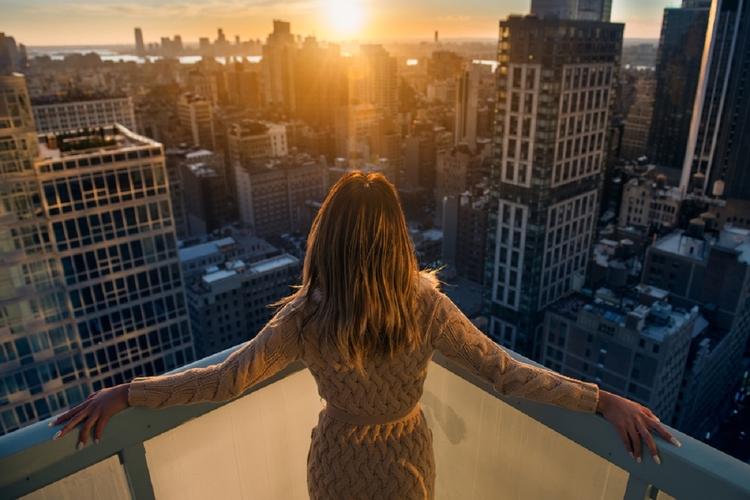 Kobieta na balkonie