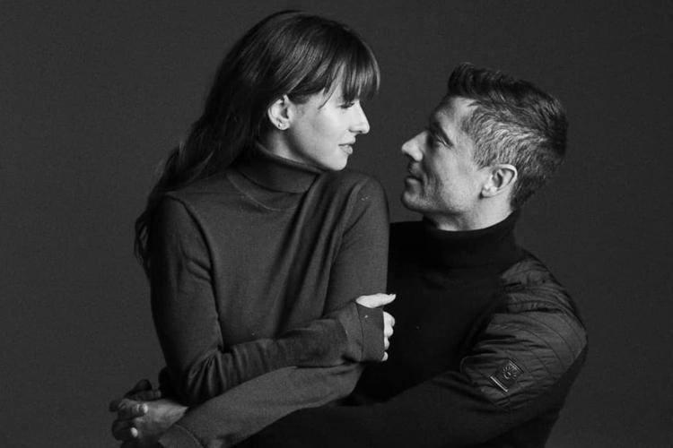 Anna Lewandowska i Robert Lewandowski na czarno-białym zdjęciu