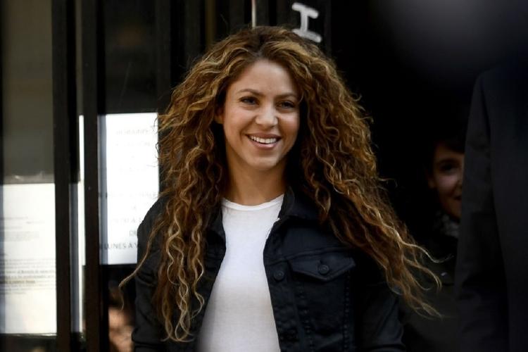Shakira pokazała się w wyprostowanych włosach.