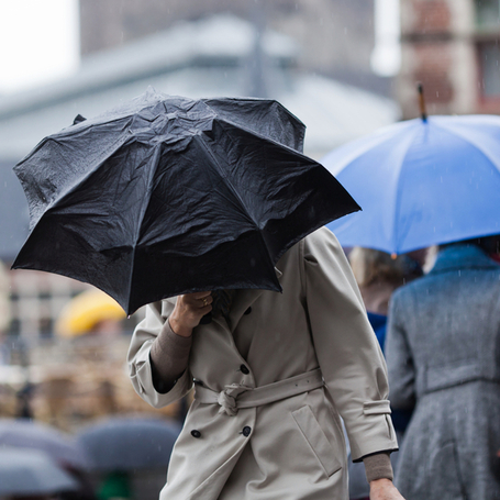 kobiety z parasolami