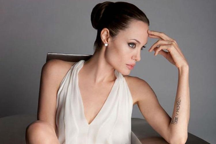 wygląda jak sobowtór Angeliny Jolie
