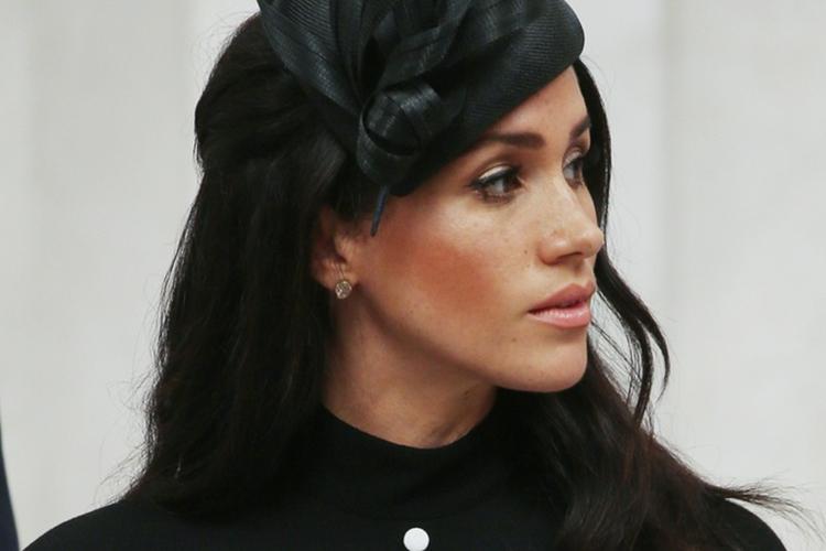 Księżna Meghan w czarnym kapeluszu wzruszona podczas wizyty w Hyde Parku w Sydney