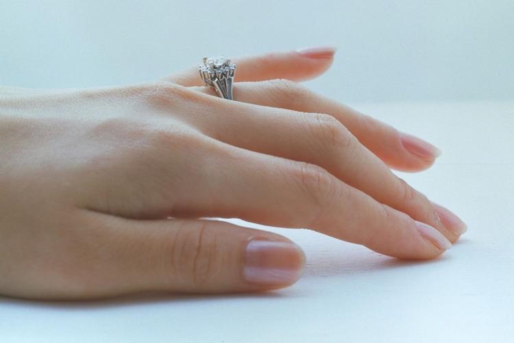 pierścień zaręczynowy